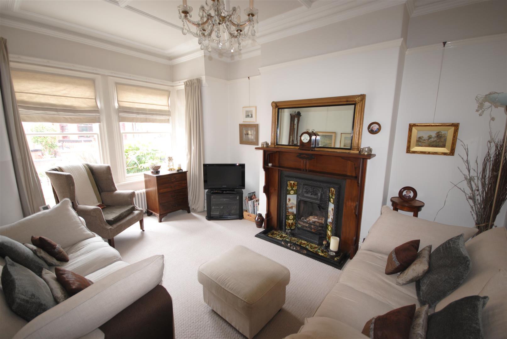 4 Bedrooms Property for sale in Sandycroft Avenue, Wigan